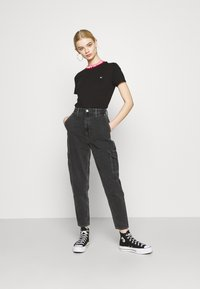 Tommy Jeans - MOM - Jeans relaxed fit - denim black - 1