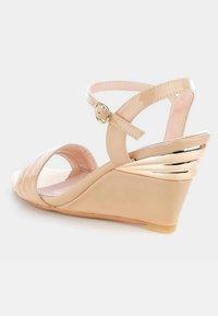 PRIMA MODA - TELANA - Sandaletter med kilklack - beige - 3