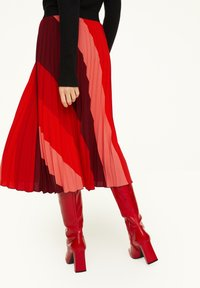 comma - MIT STREIFENMUSTER - A-line skirt - red diagonale stripes - 2