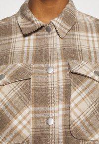 ONLY - ONLELLENE VALDA CHACKET - Lett jakke - humus/beige/white - 3