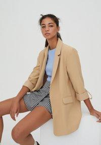 PULL&BEAR - Krótki płaszcz - brown - 3