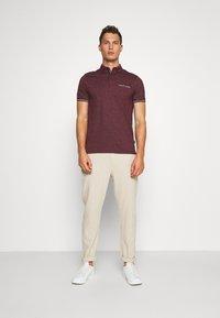 Burton Menswear London - CUFF - Polo shirt - burgundy - 1