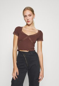 BDG Urban Outfitters - CROSS BABY TEE - Print T-shirt - chocolate - 0