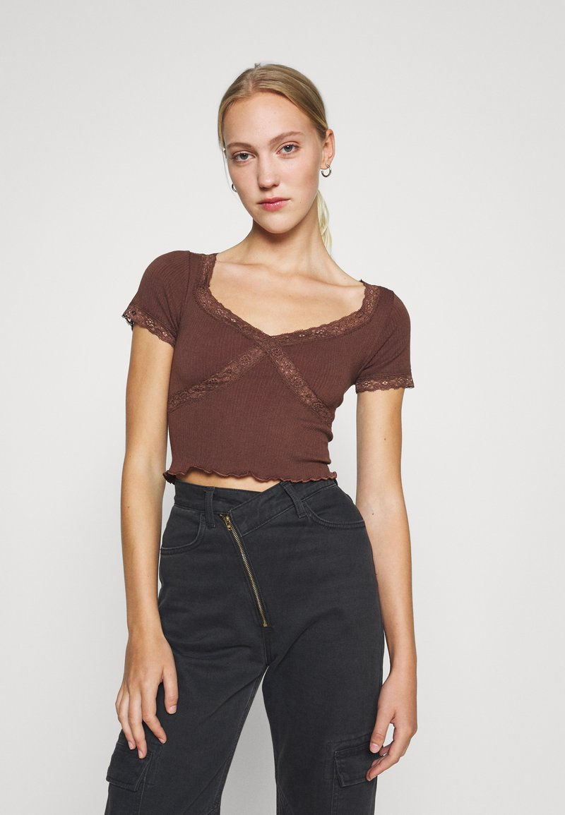 BDG Urban Outfitters - CROSS BABY TEE - Print T-shirt - chocolate