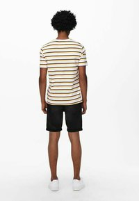 Only & Sons - Print T-shirt - pale banana - 2