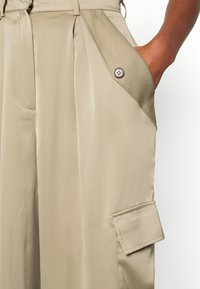 Who What Wear - WIDE LEG CARGO PANT - Trousers - stone - 5