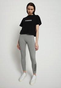 Napapijri - M-BOX LEGGINGS - Leggings - Trousers - medium grey melange - 1