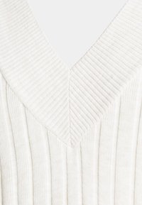 ONLY - ONLNEW TESSA MIDI V NECK DRESS - Strikket kjole - pumice stone melange - 5