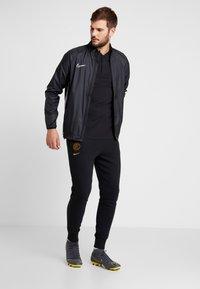 Nike Performance - INTER MAILAND MODERN - T-shirts print - black/truly gold - 1
