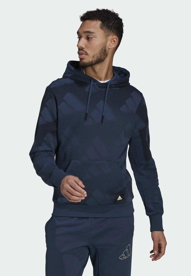 adidas Originals - FI Graphic PO BD MUST HAVES SPORTS RELAXED SWEATSHIRT HOODIE - Luvtröja - blue