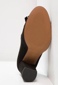 Selected Femme - SFMEL FRINGES - High Heel Pumps - black - 5