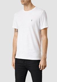 AllSaints - BRACE - Basic T-shirt - optic white - 0