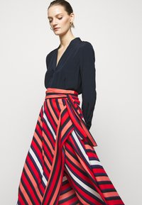 Diane von Furstenberg - TILDA - A-line skirt - shadow/pop red - 4