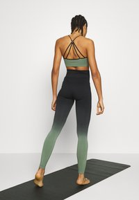 South Beach - GRADIENT HIGH WAIST - Punčochy - green - 2