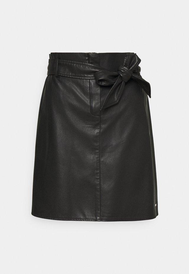 BELTED MINI SKIRT - Spódnica mini - deep black