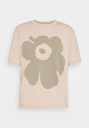VAIKUTUS UNIKKO - T-shirts med print - beige