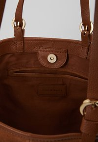mint&berry - LEATHER - Shopping bag - cognac - 4