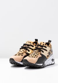 Steve Madden - CLIFF - Trainers - brown - 4