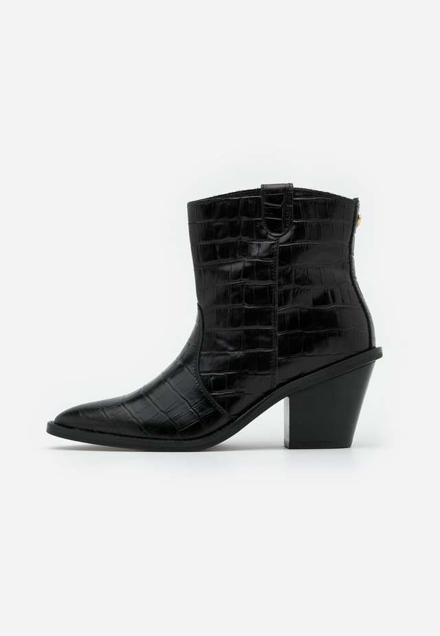 DOLLY ZIPPER BOOT - Cowboy/biker ankle boot - black