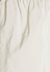 Pieces Petite - PCPYLLA TRACK PANTS - Pantalon de survêtement - birch - 2