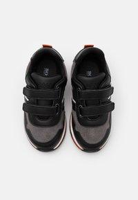 BOSS Kidswear - TRAINERS - Baskets basses - medium grey - 3