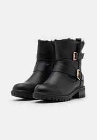 Dorothy Perkins Wide Fit - WIDE FIT ARUBABUCKLE BOOT - Cowboy/biker ankle boot - black - 2