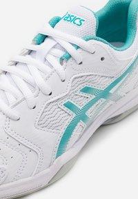 ASICS - GEL DEDICATE 6 INDOOR - Carpet court tennis shoes - white/techno cyan - 5