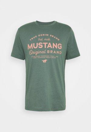 ALEX - Print T-shirt - mallard green