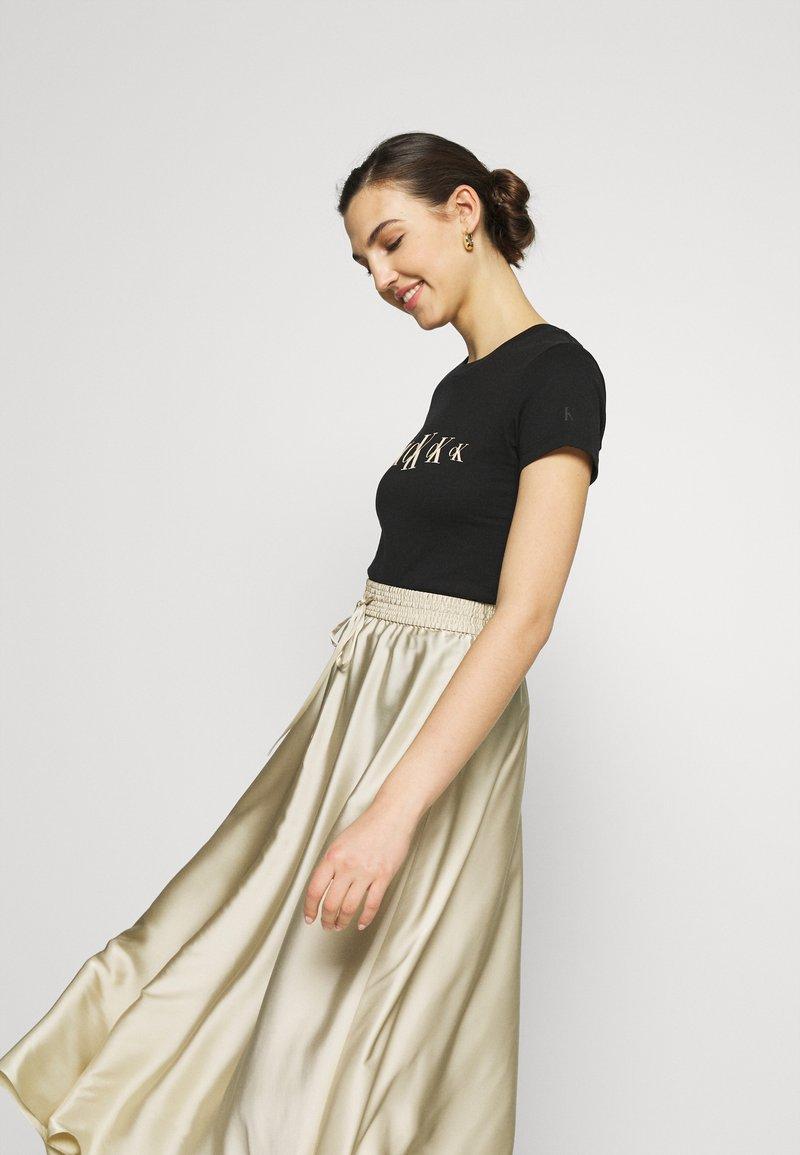 Calvin Klein Jeans - ECO SLIM - Triko spotiskem - black / irish cream