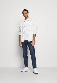 YAVI ARCHIE - MARBLE - Print T-shirt - white - 1