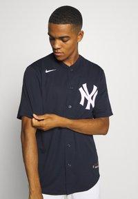 Nike Performance - MLB NEW YORK YANKEES OFFICIAL REPLICA HOME - Artykuły klubowe - team dark navy - 3
