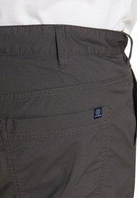 TOM TAILOR MEN PLUS - Shorts - tarmac grey - 5