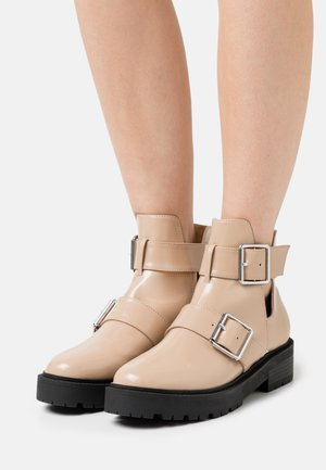 CHUNKY BUCKLE BOOT - Platform ankle boots - beige