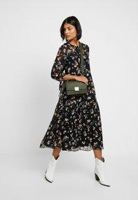 Madewell - TIERED BUTTON FRONT MIDI DRESS - Day dress - pom pom floral true black - 2