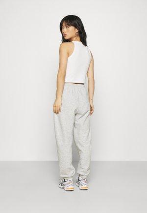 ONLFEEL LIFE NEW PANT - Spodnie treningowe - light grey melange