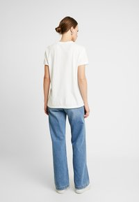 Gestuz - VALDIS TEE - Basic T-shirt - bright white - 2