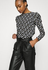 Dorothy Perkins - BELTED TROUSER - Trousers - black - 3