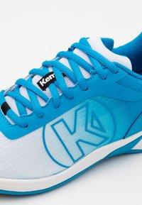 Kempa - ATTACK 2.0 WOMEN - Zapatillas de balonmano - white/blue - 5
