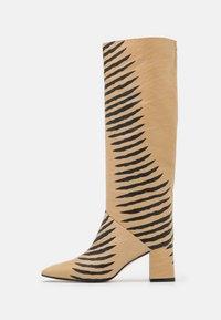 FINOLA - Boots - camel/black
