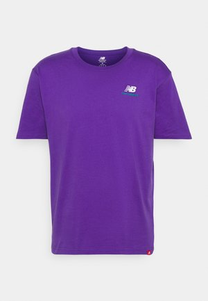 ESSENTIALS EMBROIDERED TEE - T-shirt - bas - prism purple
