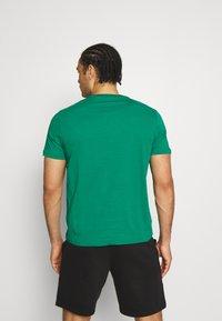 Champion - CREWNECK  - T-shirt con stampa - green - 2