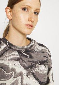 Holzweiler - RUSH TEE - Print T-shirt - dark grey - 3