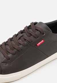 Levi's® - WOODS - Sneakersy niskie - dark brown - 5