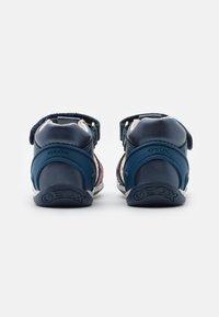 Geox - EACH GIRL - Sandals - avio/fuchsia - 2