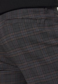 Redefined Rebel - ERCAN  - Chino - dover check - 3