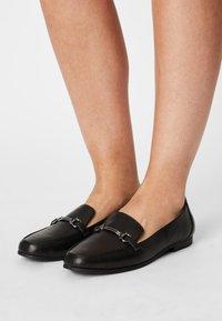 Head over Heels by Dune - GAHAD - Instappers - black - 0