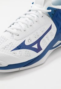 Mizuno - WAVE MOMENTUM - Volleyball shoes - white/true blue - 5