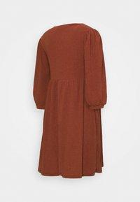 MAMALICIOUS - MLPAULA SHORT DRESS - Žerzejové šaty - burnt russet - 1