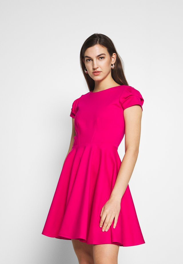 CLOSET SHORT SLEEVE SKATER DRESS - Korte jurk - pink