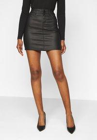 Vero Moda Petite - VMSEVEN MR SHORT COATED SKIRT - Mini skirt - black - 0